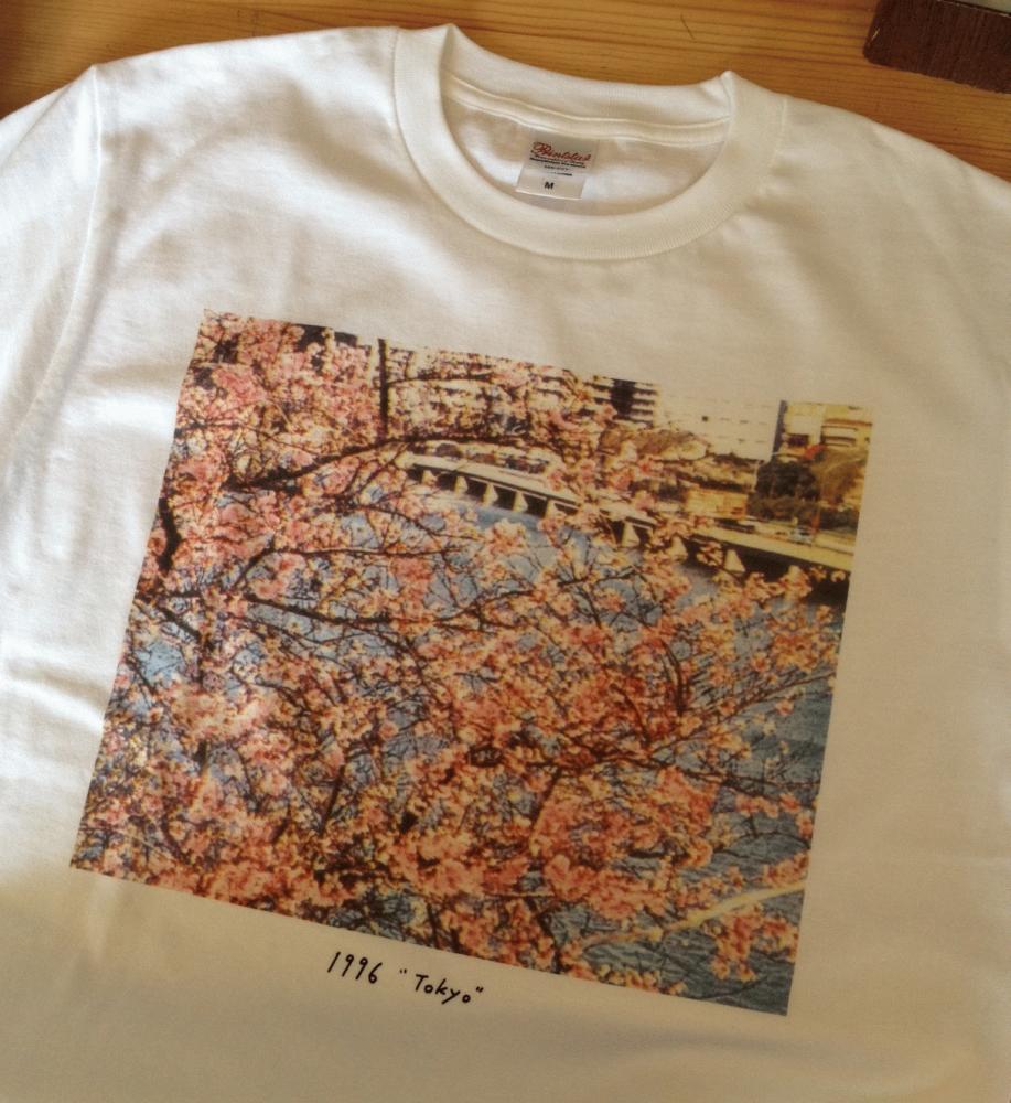 ROSE RECORDSオンラインショップにて完売していた サニーデイ・サービス / TOKYO 1996 Tシャツの追加生産が決定しました。