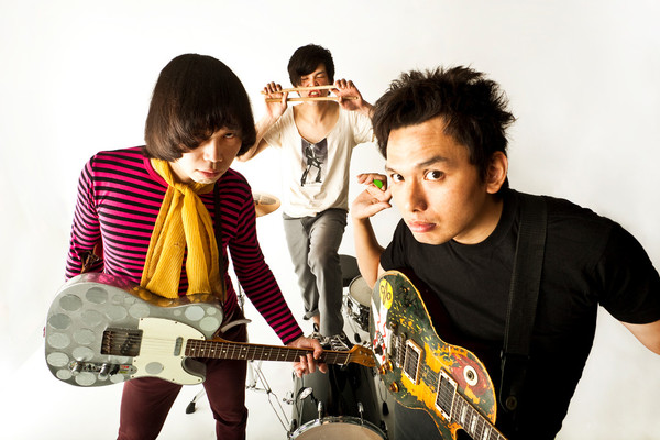 <KING BROTHERS「キル ユア アイドル」TOUR 2011>@高松 DIME